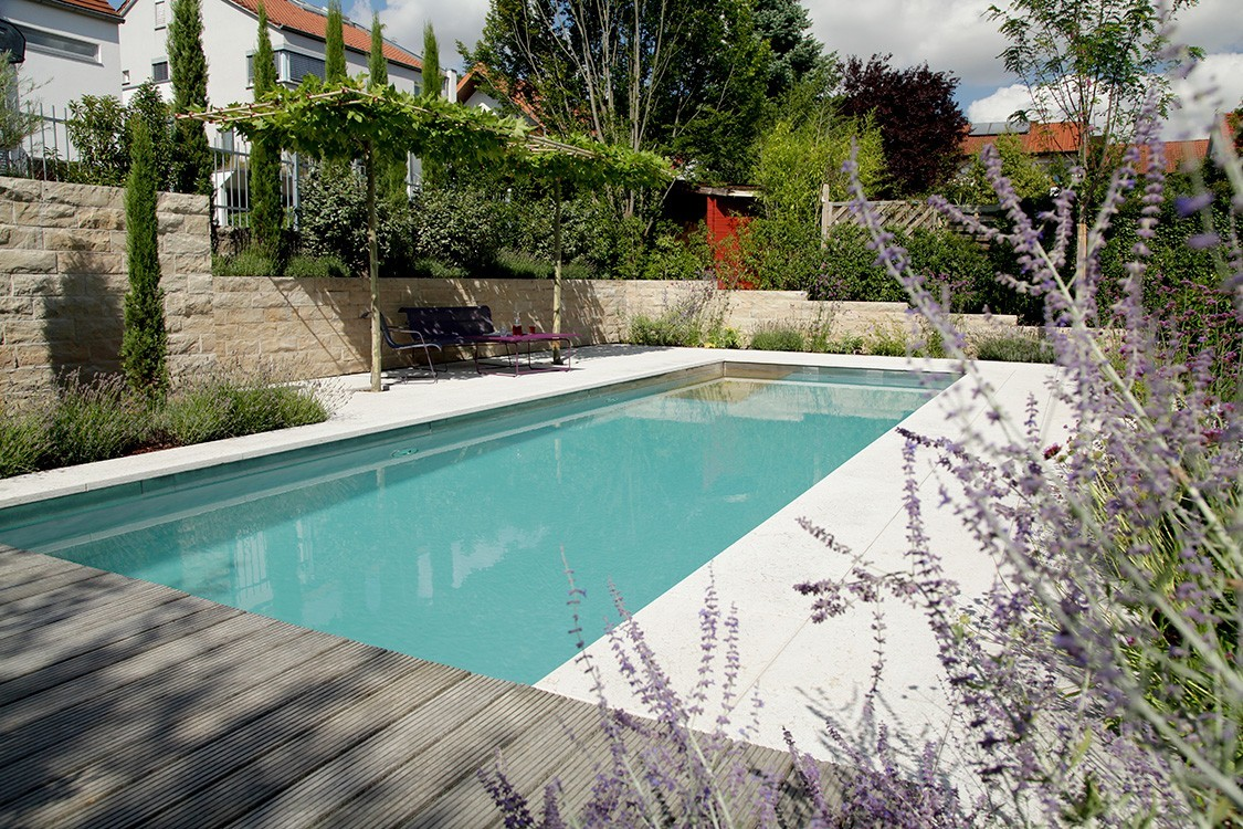 Biotop bio pool in mediterranem hanggarten for Pool graue folie