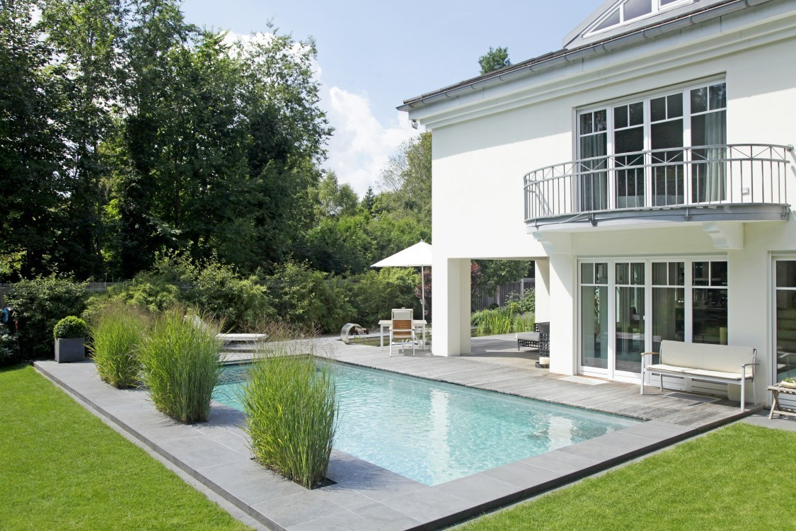Living-Pool mit separatem Fischteich