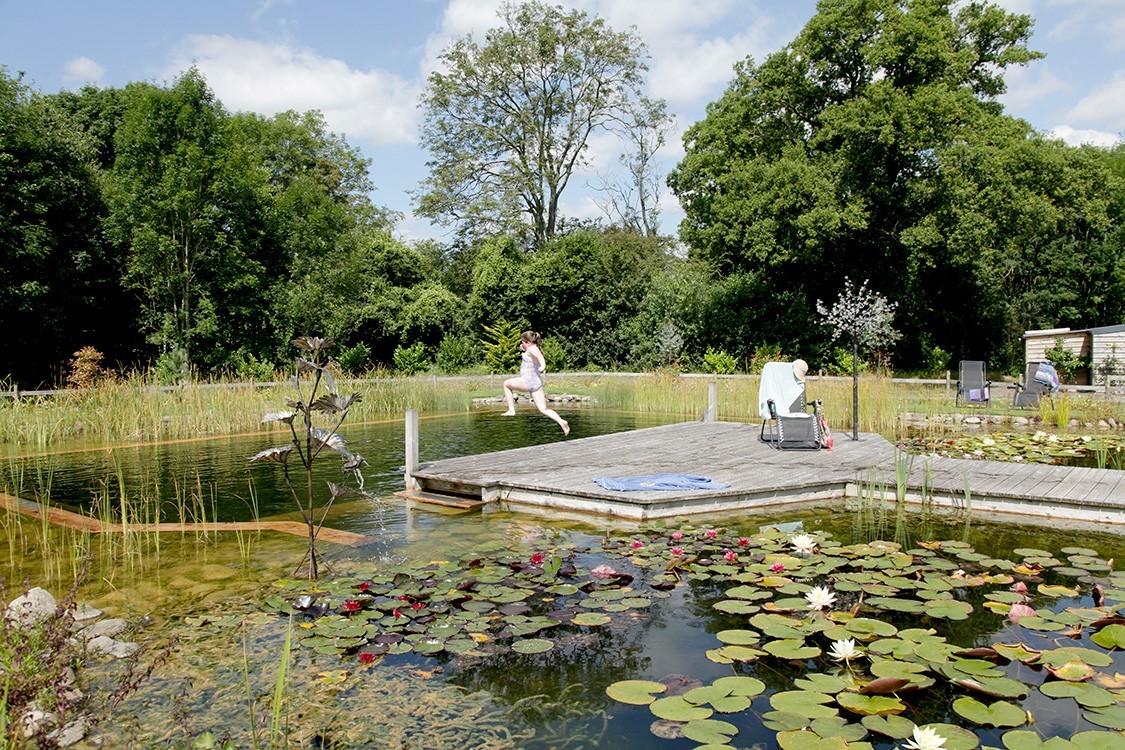Biotop urlaubsoase mit schwimmteich in gro britannien for Naturteich zum schwimmen